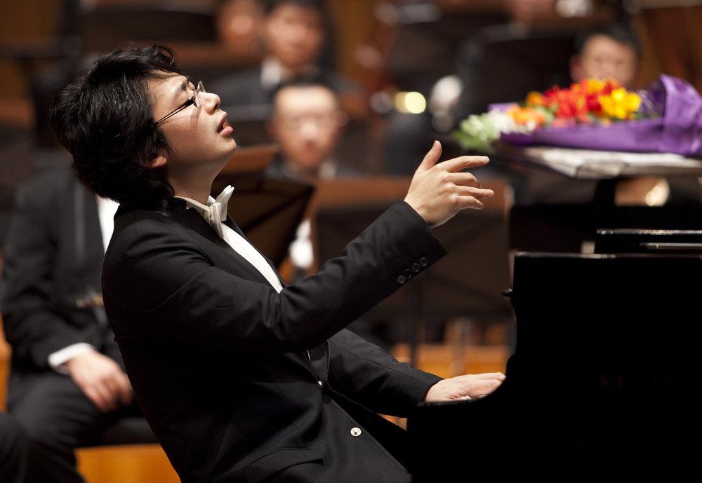 20110212-音乐厅-孙颖迪与北京交响乐团黄河钢琴协奏音乐会-特写-钢琴:孙颖迪-05-摄影:甘源.jpg
