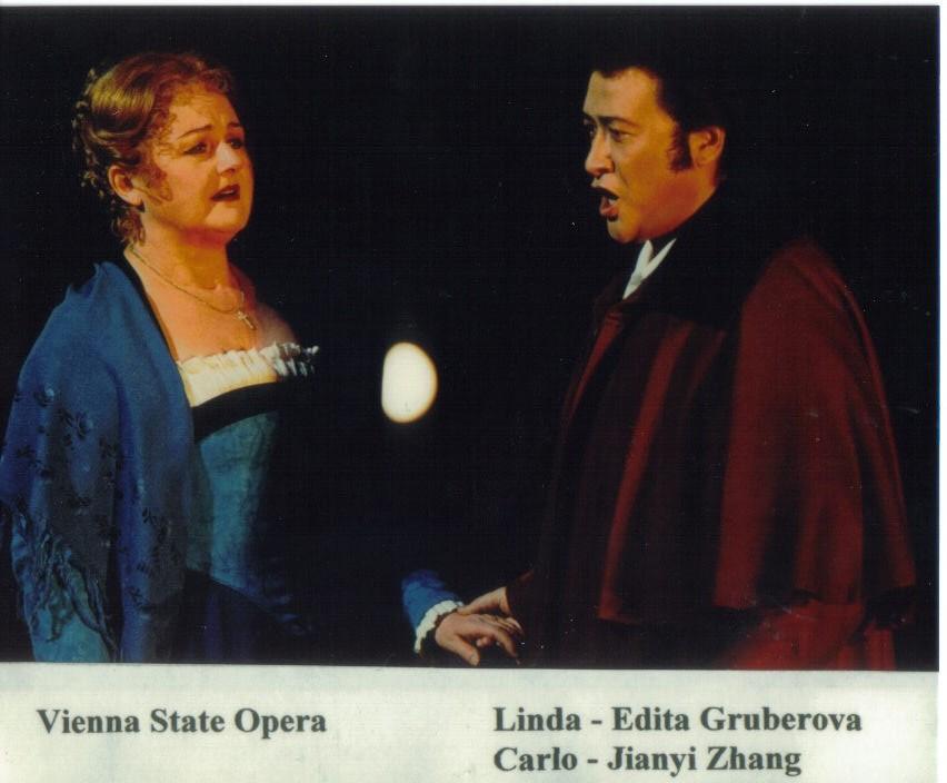 张建一与世界著名花腔女皇格鲁拜诺娃在维也纳国家歌剧院演唱歌剧《夏目尼的琳达》中的子爵卡洛.jpg