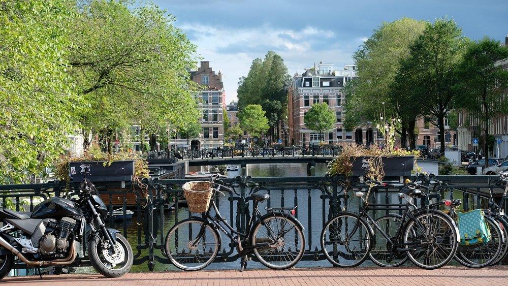 amsterdam-2799491_1920.jpg