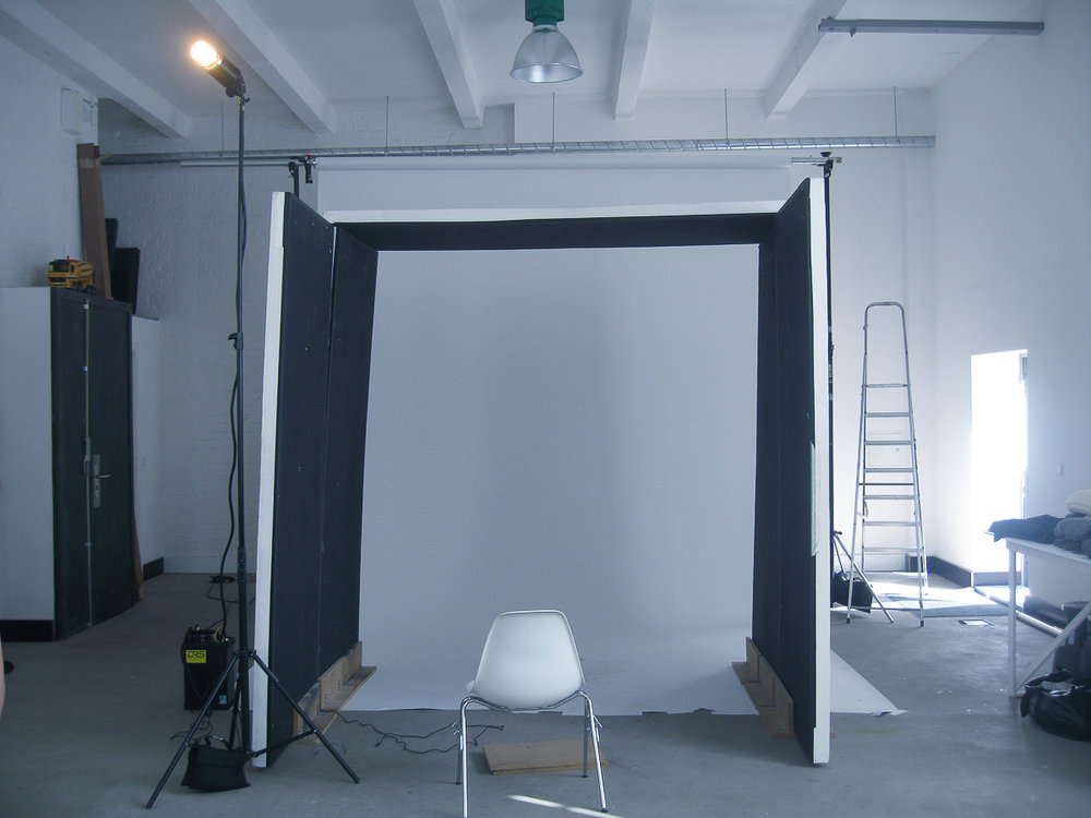 "I call this setup my ""Black Box"" and the end result looks very much like soft daylight. (Click on the image to see the photos that were made during that particular session.)"