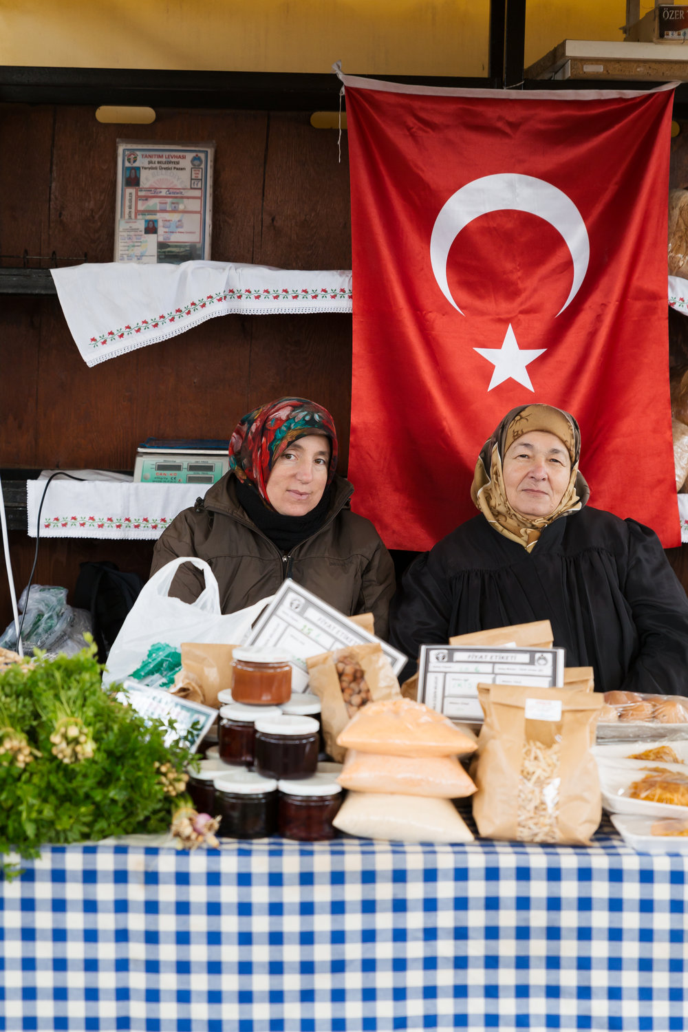 jessicajungbauer_istanbul-nationalgeographictraveller-marketwomen.jpg