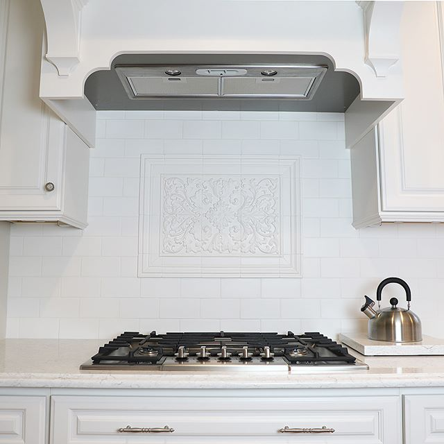 Completely customize your backsplash with Quemere Designs! Featuring our Aragon Mural in matte True White ✨#tileaddiction #luxury #luxurytile #tile #luxuryhomes #luxurylifestyle #starbucks #interiordesign #interiordesigner #kitchendesign #kitchendetails #luxuryarchitechture #bathroomdesign #creative #art #homeimprovement #homedecor #homedesign #handcrafted #handmade