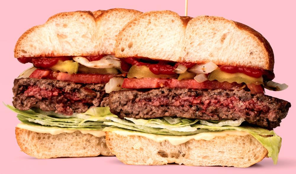 In deze hamburger zit geen vlees - Jawel, de grootste vleesbedrijven ter wereld beginnen nu te investeren in bedrijven die vlees maken van planten. Omdat ze vinden dat dit de toekomst is.