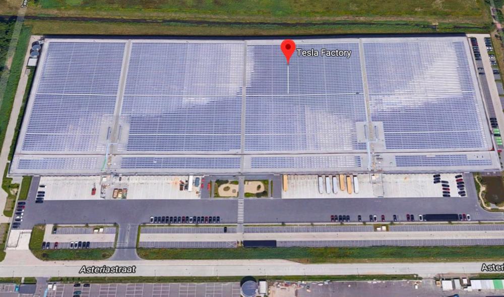 TESLA IN TILBURG KRIJGT EEN GIGANTISCH ZONNEDAK - Voor wie het niet weet, Tesla produceert auto's in Tilburg. En ze krijgen nu een gigantisch zonnedak.