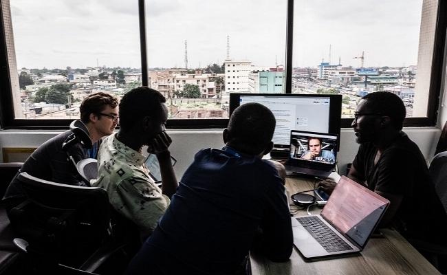 - Fairtrade softwareTrinity Software Center, opgericht door de Nederlandse Diana en 3 Ghanese jongens afgestudeerd in de ICT, levert fairtrade software. Het is een sociale onderneming met de missie om loopbaankansen voor jonge IT-ers in Afrika te creëren. En het loopt als een trein!
