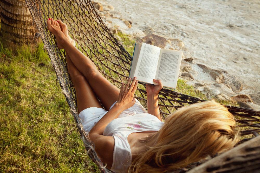 hangmat-strand-boek-lezen-ontspannen-vakantie.jpg