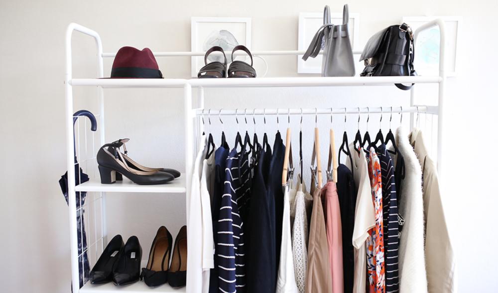 Verduurzaam je kledingkast - Weet jij waar je kleding vandaan komt? En weet je eigenlijk wel wát er allemaal in je kledingkast ligt? Nee? Dan adviseren wij jou Klooker's Kledingkast Challenge. Daarin leer je kledinglabels lezen, keurmerken herkennen en ontdek je tal van duurzame en fairtrade merken waar je voortaan kunt shoppen.