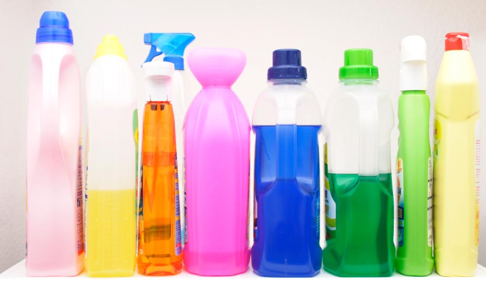 duurzaam schoonmaken en wassen - We willen natuurlijk allemaal dat onze kleding en ons huis schoon is. Maar schoonmaakmiddelen zijn bijna allemaal aardolieproducten. Die zo door de gootsteen of waterafvoer naar buiten wordt gespoeld.En is zo'n toiletblokje in je WC überhaupt effectief? Wij leren je in 5 dagen hoe je simpel duurzaam kunt schoonmaken en wassen!!