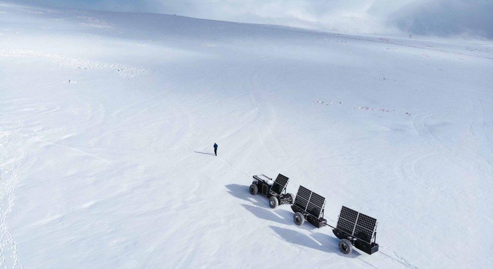 Clean2antarctica - Liesbeth&Edwin gaan op expeditie naar de Zuidpool, in hun zelfgebouwde auto van afvalplastic. Een aantal jaren geleden raakten ze geïnspireerd, toen ze realiseerden hoeveel plastic afval ze creëerden. Ze willen met hun missie uitdragen dat een klein begin grote impact kan hebben, dat gewoon dóen vaak de oplossing is. Volg hun avontuur, in november 2018 vertrekken ze.