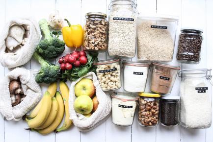 verduurzaam je keuken - We staan dagelijks in de keuken. En we maken dagelijks keuzes wat we wel en niet als eten bereiden. Wat jij in je keuken doet, heeft een enorme impact op het milieu. Wij laten je in 5 dagen zien, welke duurzame alternatieven er zijn zonder er in eet-of drinkgenot op achteruit te gaan.