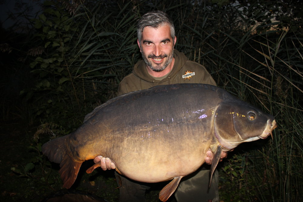 21 Marco Pinto from Peg 36 with a 52.14 Mirror.JPG