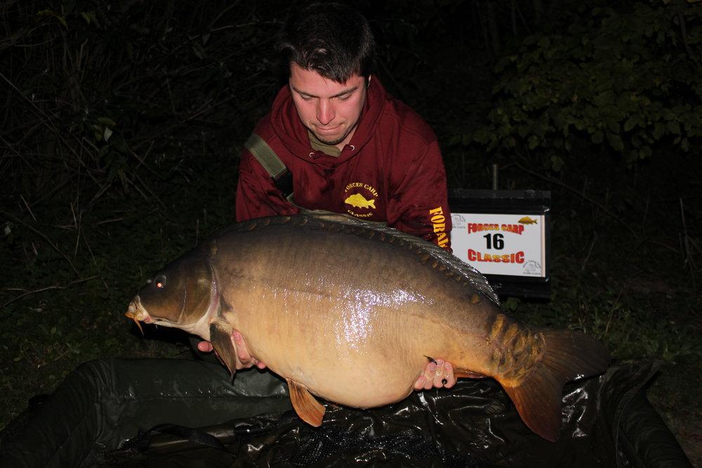 22 Peg 16 Daryl Lavis with a stunning 51.06 Mirror.JPG