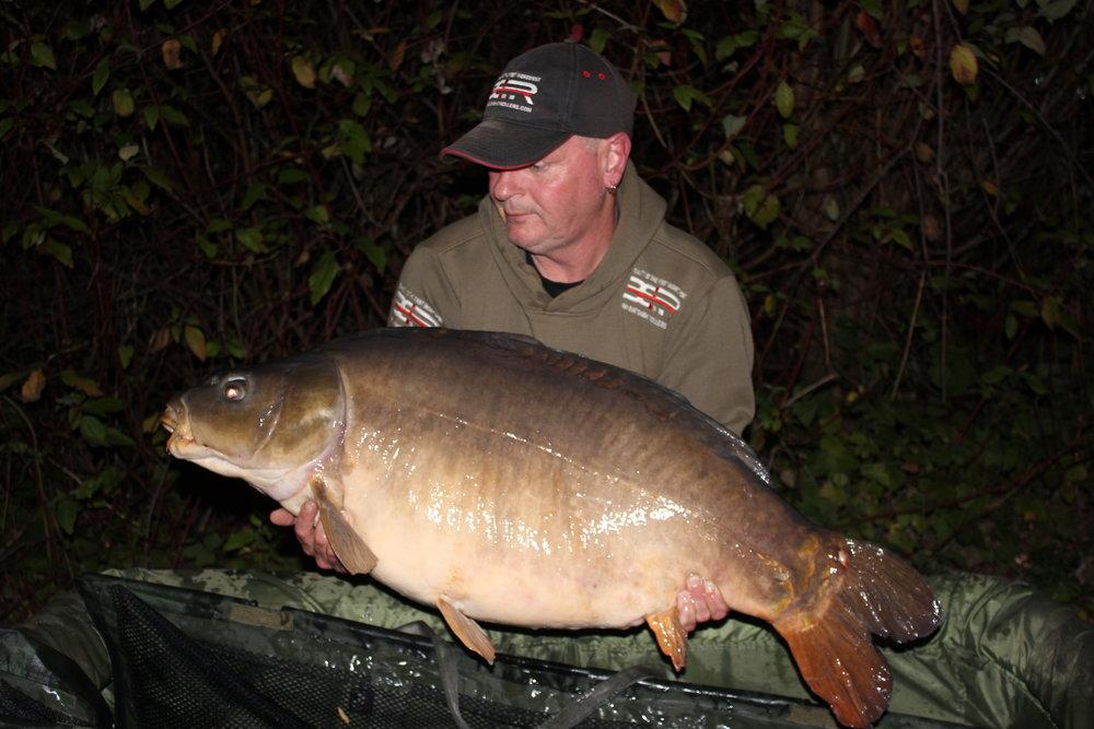 39  Peg 7 Graeme Andrews with a stuning Attila Mirror.JPG