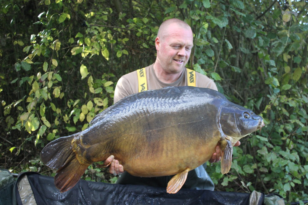 37  Peg 41 Mick Greaves with a stunning 48lb mirror.JPG