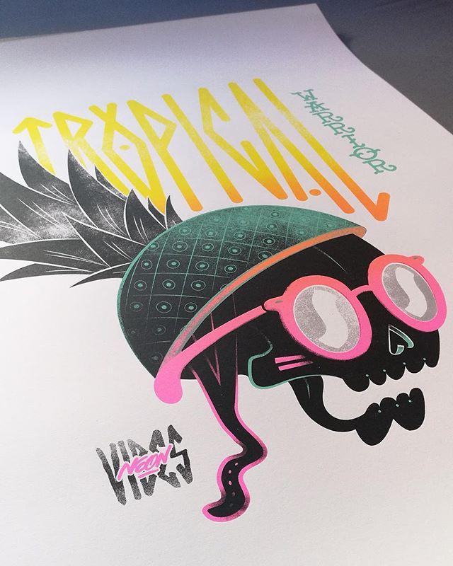 Amigos de Sevilla!!ya están diaponibles las nuevas serigrafías de La Luquería!!!Series limitadas!!🍍podéis encontrarlas en @diwapgallery (c/ feria 40) o en su web www.diwapgallery.com . Muchas gracias!!!😁😁 #sevilla #arte #art #ilustracion #serigrafia #illustration #galeria #screenprints #laluqueria #estudio #creativo #colores #color