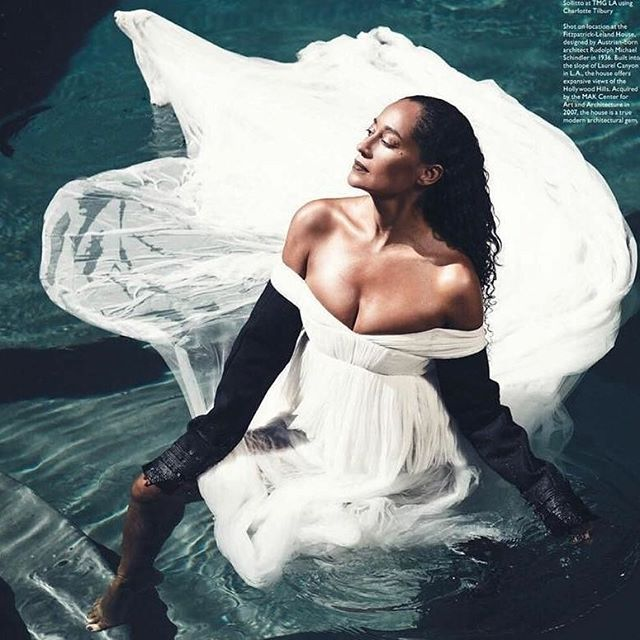 GRACE🕊 . . #StyleMuse #inspired #girlcrush . . #rp #Repost @traceeellisross ・・・ SWAN LAKE ~ @modernluxury november 2017 . . . #TraceeEllisRoss#potd#ootd#tuesday#white#beauty#class#brains#blackgirlsrock#natural#editorial