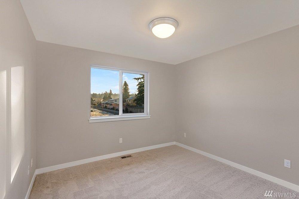 5967 Bedroom.jpg