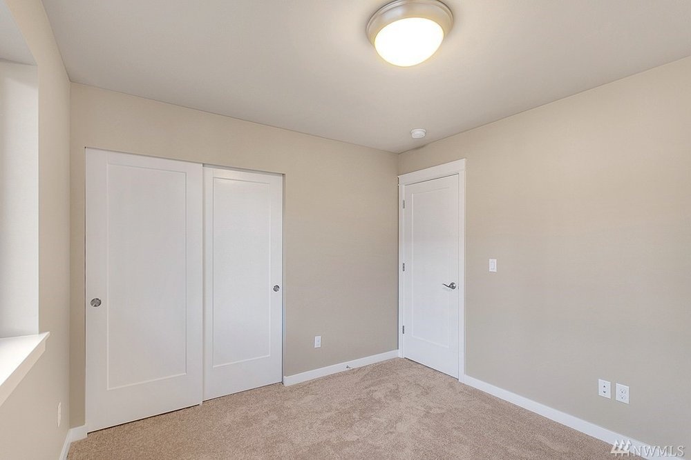 5967 Bedroom2.jpg