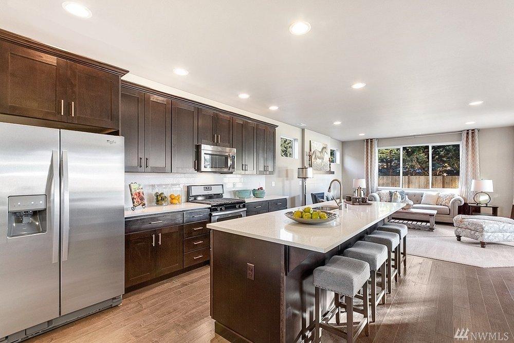 5967 Kitchen.jpg