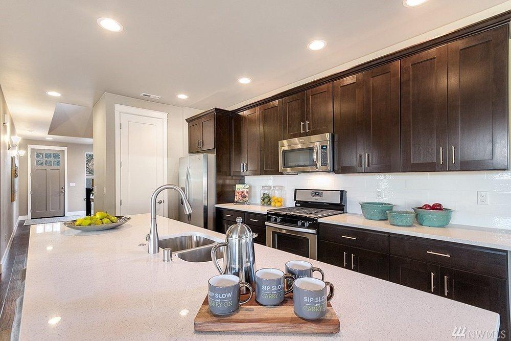 5967 Kitchen2.jpg