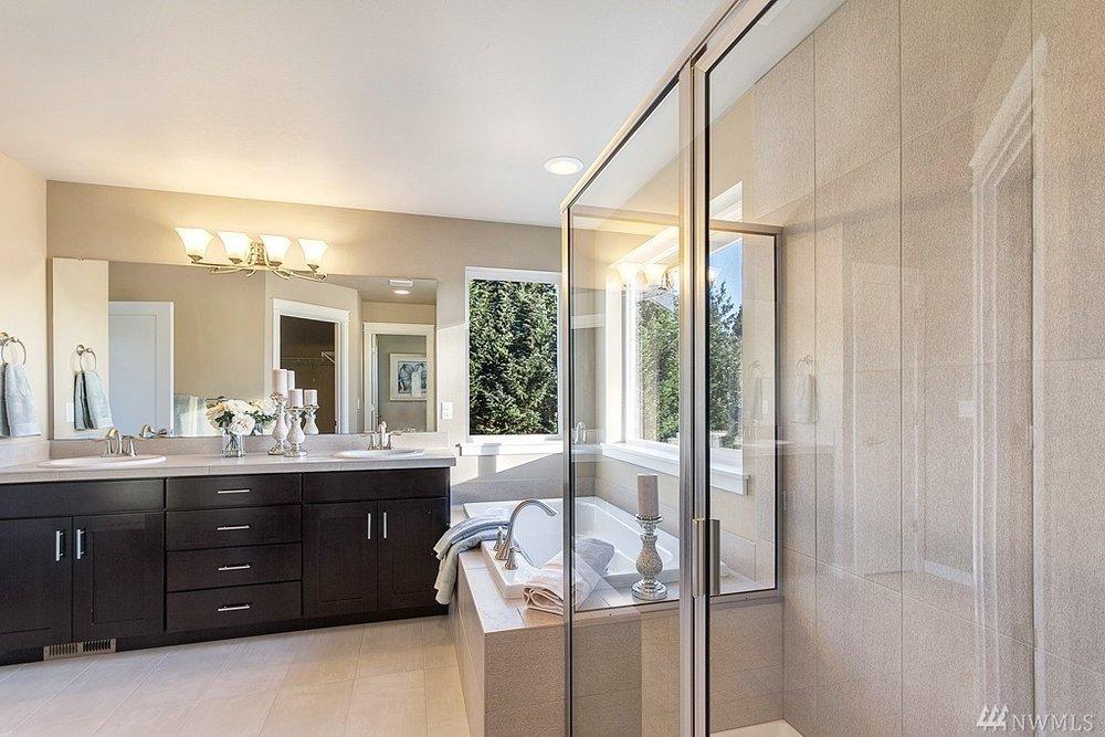 5967 Master Bath.jpg