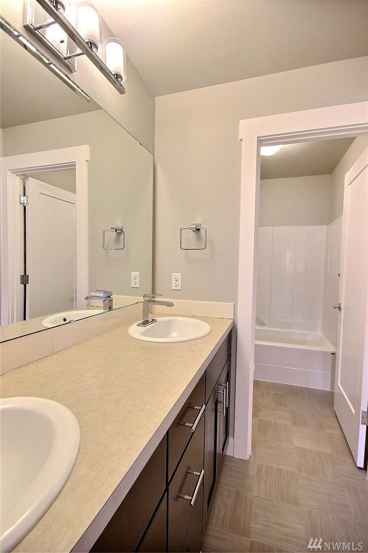 8402 Bath2.jpg