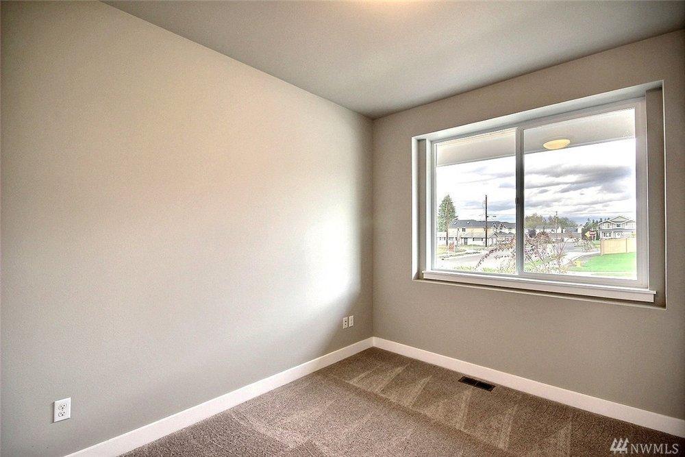 8402 Bedroom.jpg