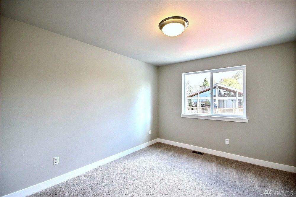 8402 Bedroom2.jpg