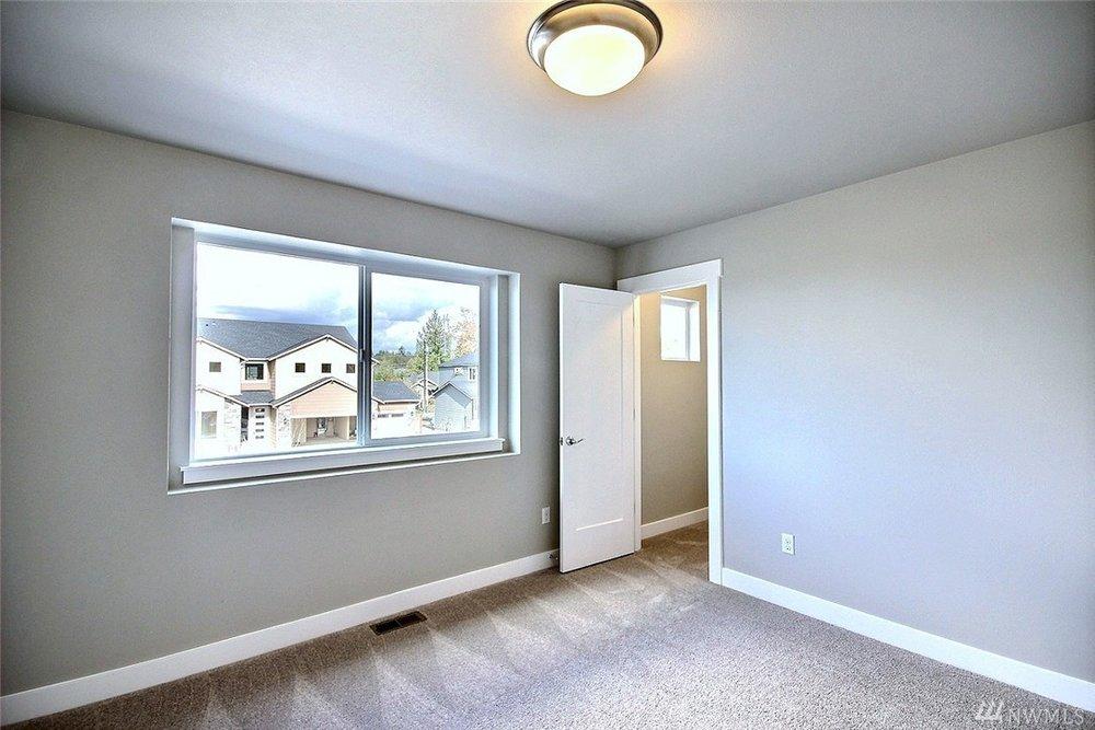 8402 Bedroom3.jpg