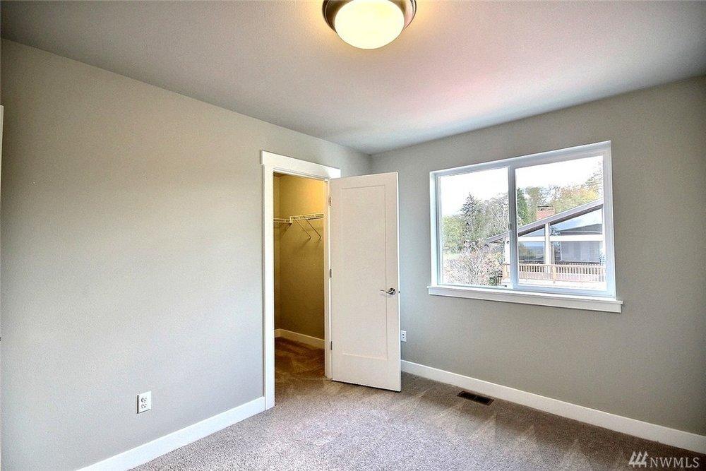 8402 Bedroom4.jpg