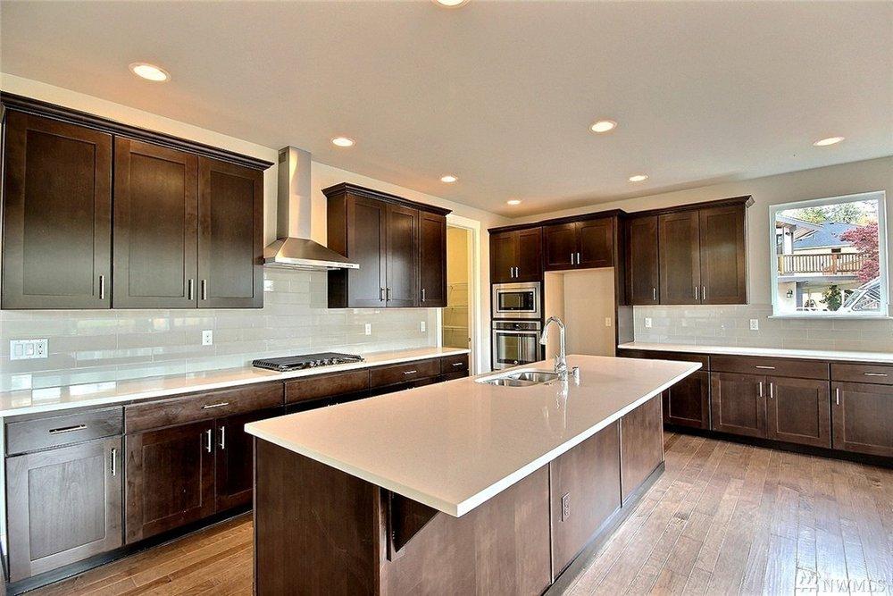 8402 Kitchen.jpg
