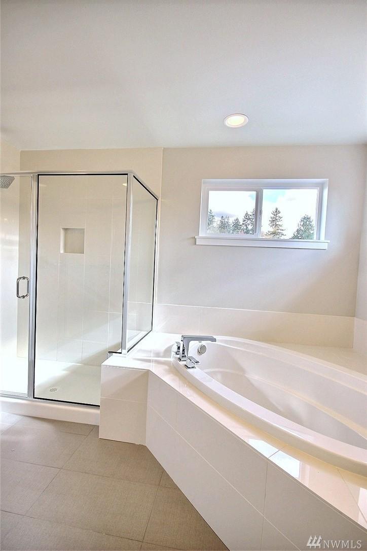 8402 Master Bath-Shower.jpg