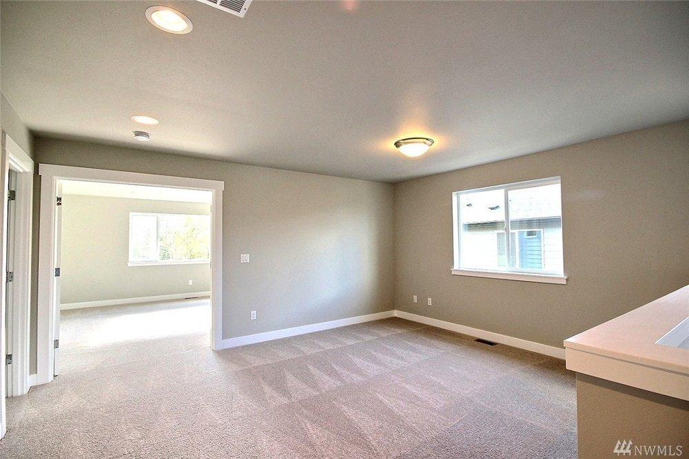 8402 Upstairs .jpg
