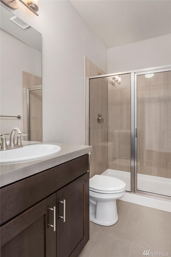 6110 37th Bath.jpg