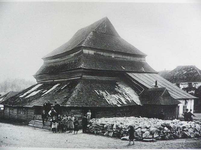 Gwoździec_Synagogue_(photo_Ethnographic_Museum_in_Lviv)_1940.jpg