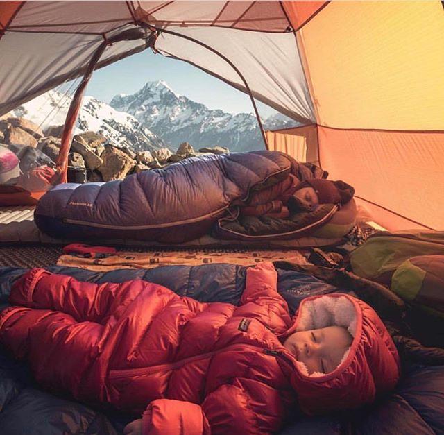 Family goals x 1,000,000 . . . #borntobewild #explore #outdoorliving #family #goals #mountains #adventure #raiseemright #raisethebar #babyhero #babiesofinstagram Cc: @moonmountainlife