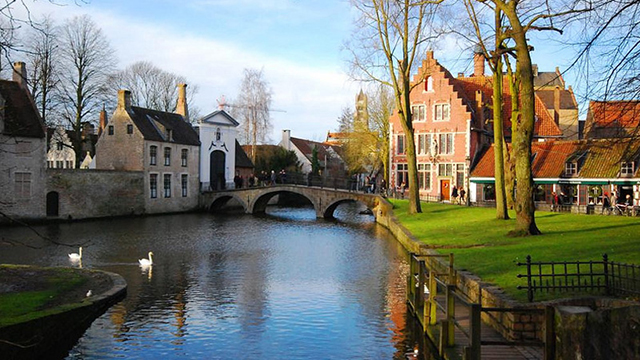 Bruges-canals-true2source.jpg