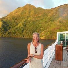 Jennifer Westfall, founder of Te Mana Travels, posing in front of the beautiful islands of Tahiti.