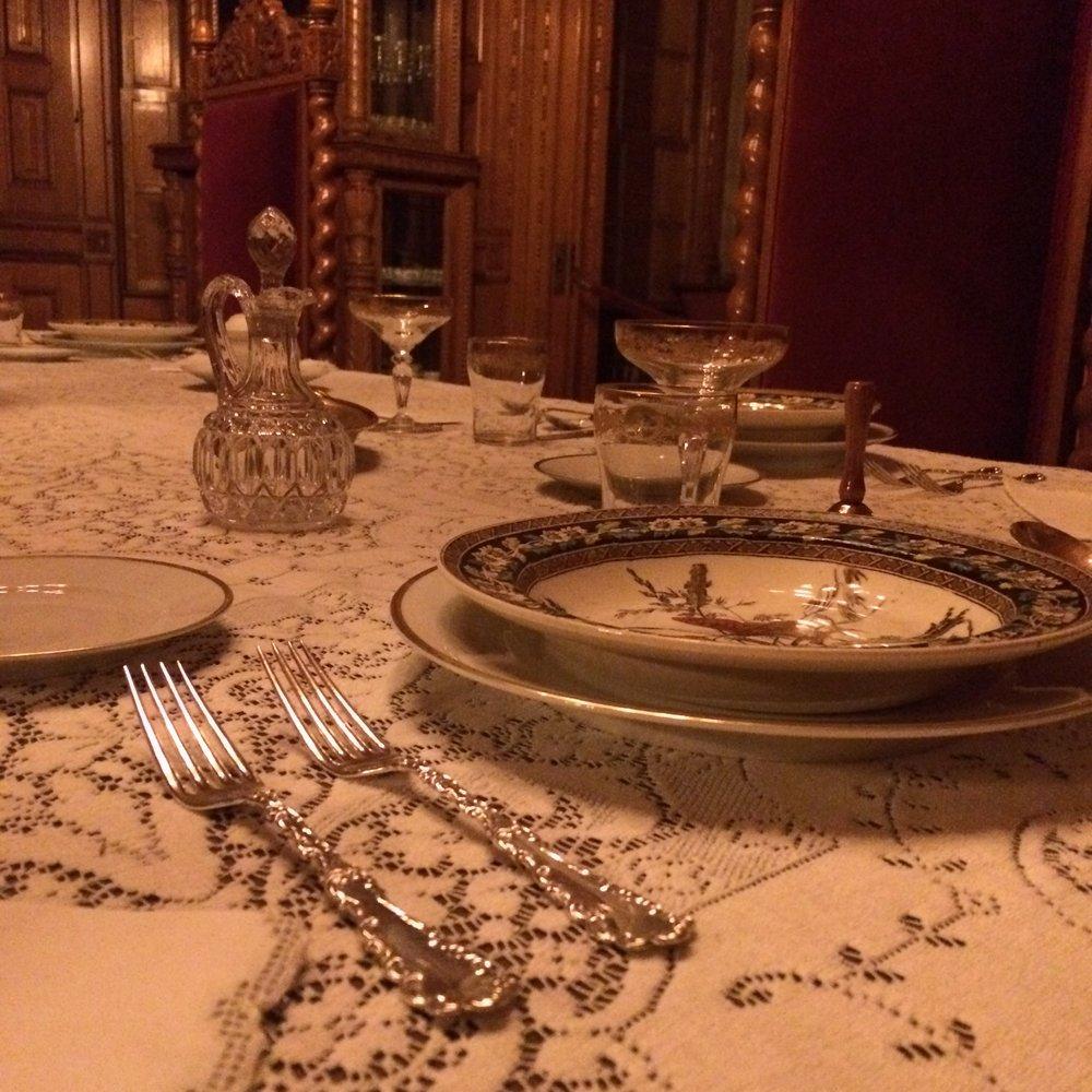 Christmas2015_DiningRoom_TableSetting.jpg
