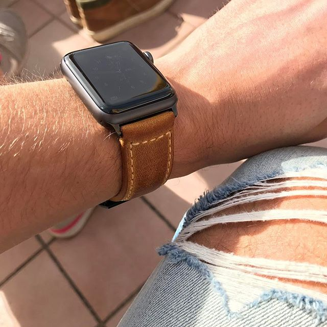 Let it be summer soon! 🙌☀️ . . #applewatch #apple #strapple #style #sun #leather