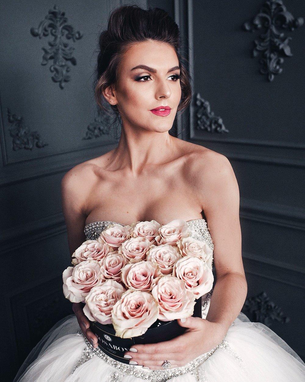 Team: Photographer: Summit Artworks Event Planning/Florals: Oudalova Events & Design  HMU: me 🙋♀️ for Covet Co  Venue: Mint Room Studios Gown: Ana Koi Bridal