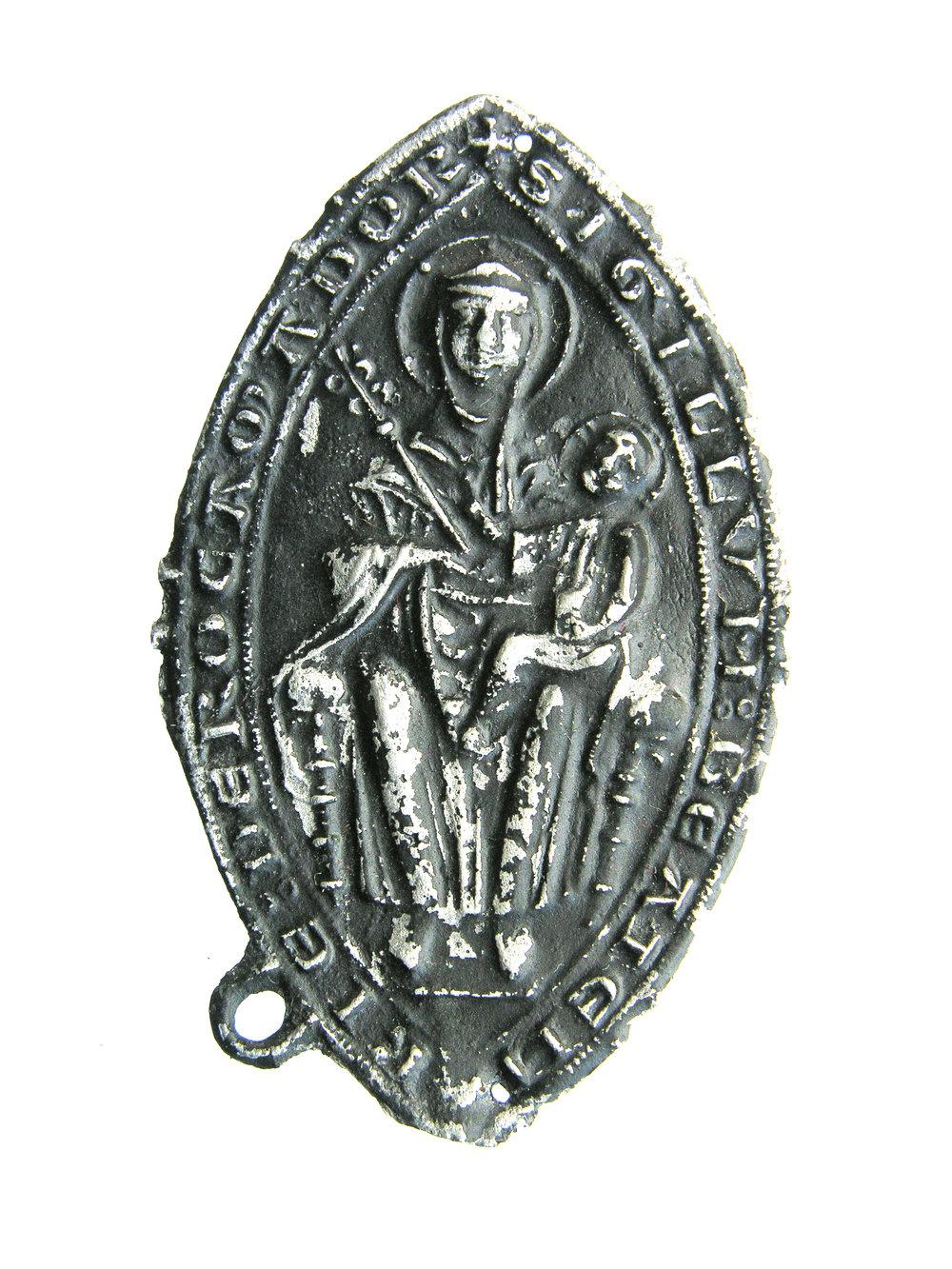 Afbeelding 1: Insigne van Maria, Rocamadour, gevonden in Reimerswaal, lood-tin, 64 x 40 mm, collectie Familie Van Beuningen, inv. 144 (HP1 473)