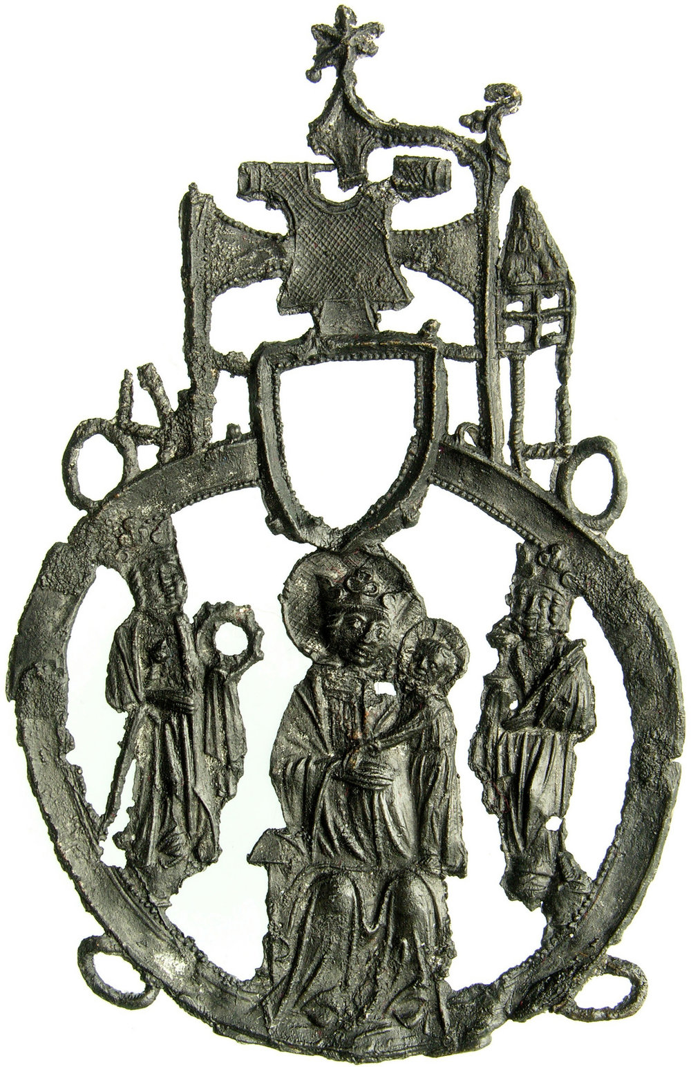 Fig. 6: Badge with the Virgin flanked by Saint Catharine and Charlemagne, above: the relic of the tunic between two towers, Aachen, found in Dordrecht, lead-tin alloy, 120 x 77 mm, Van Beuningen family collection, inv. no. 2323 (HP1 421)