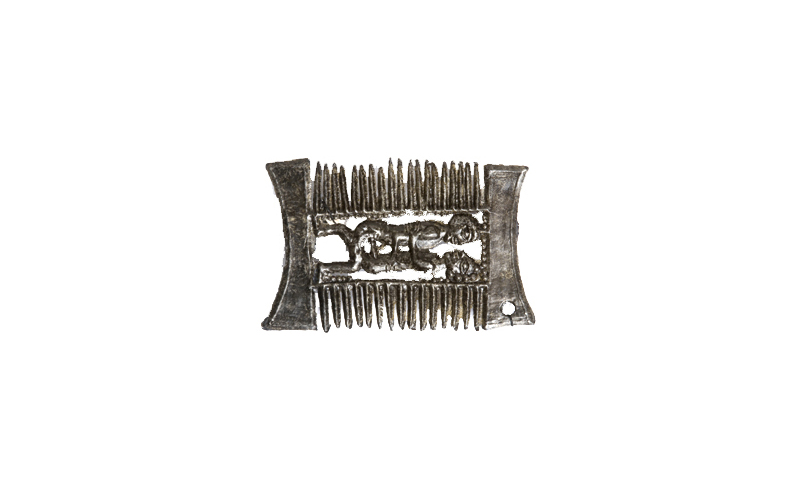 Fig. 9: Copulating couple in a double-sided comb, 1325-1375, 28 x 20 mm, found in Bruges, Bruggemuseum