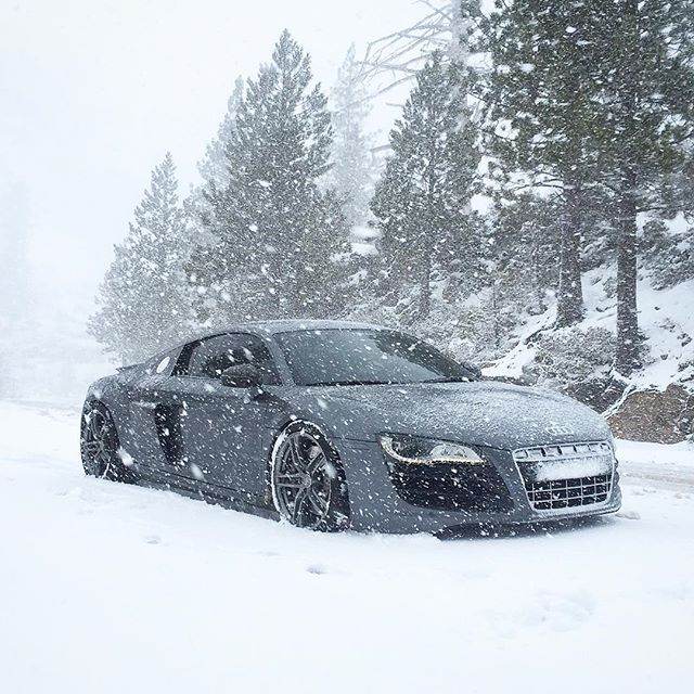 Keep the snow coming 😊 www.activfilms.tv | #stayactiv #audi #r8 #v10 #snow #quattro