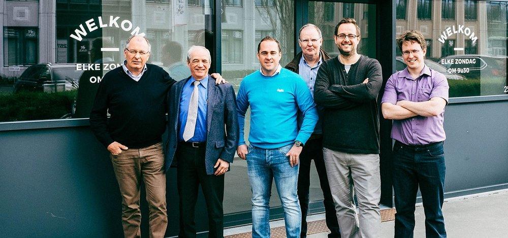De leden van de broederraad. Van links naar rechts: Lieven Waelkens, John Libeert, Devy Meysmans, Franky Beyens, Christian Vey en Sirik Messely.