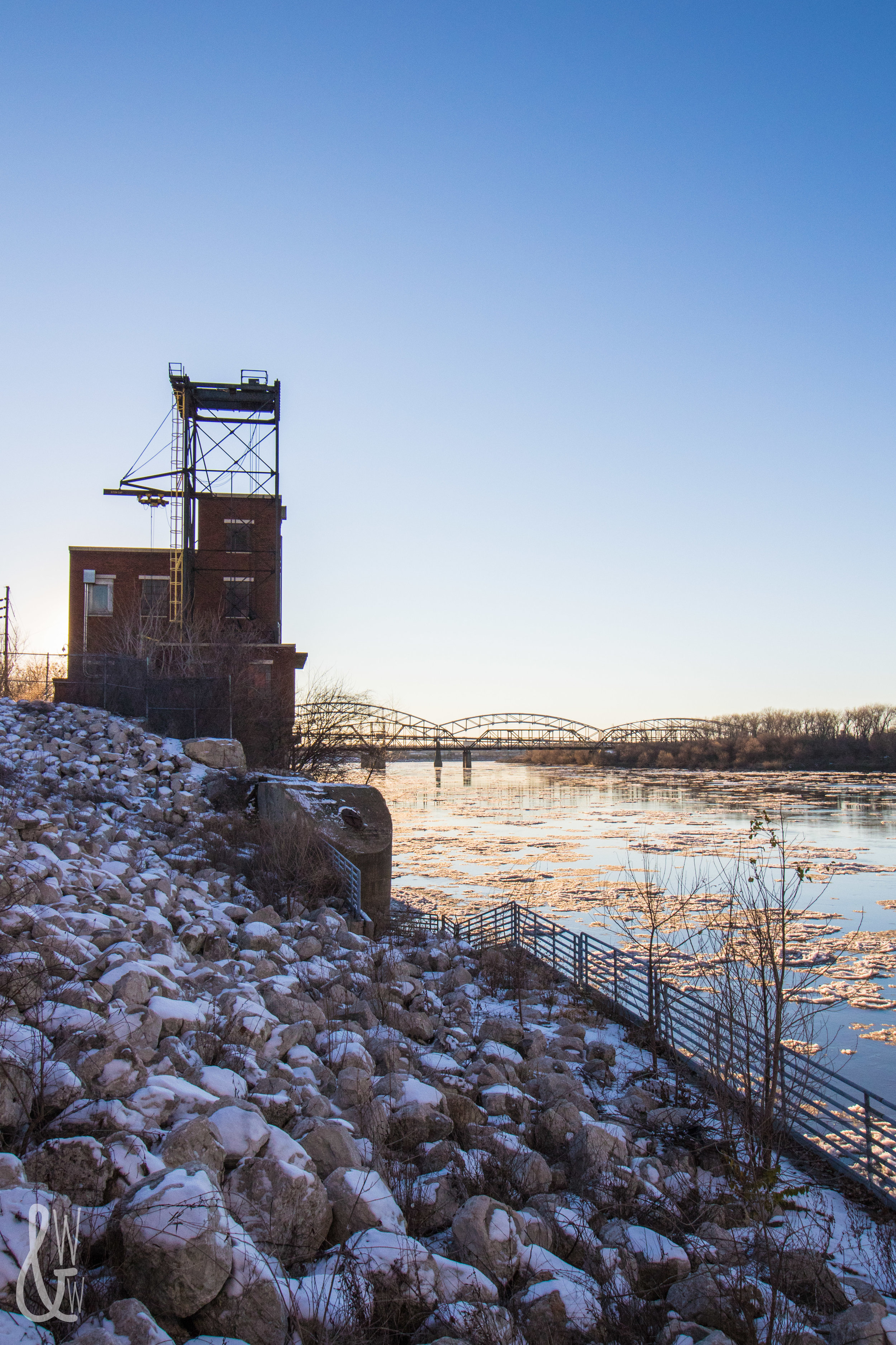 Riverfront Park in Kansas City is the place to be for winter photography!