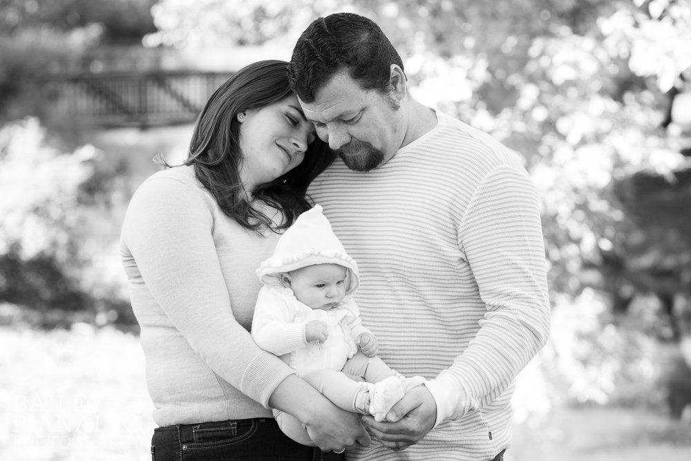 Family Newborn Family Photos | Shawnee Mission Park, KS