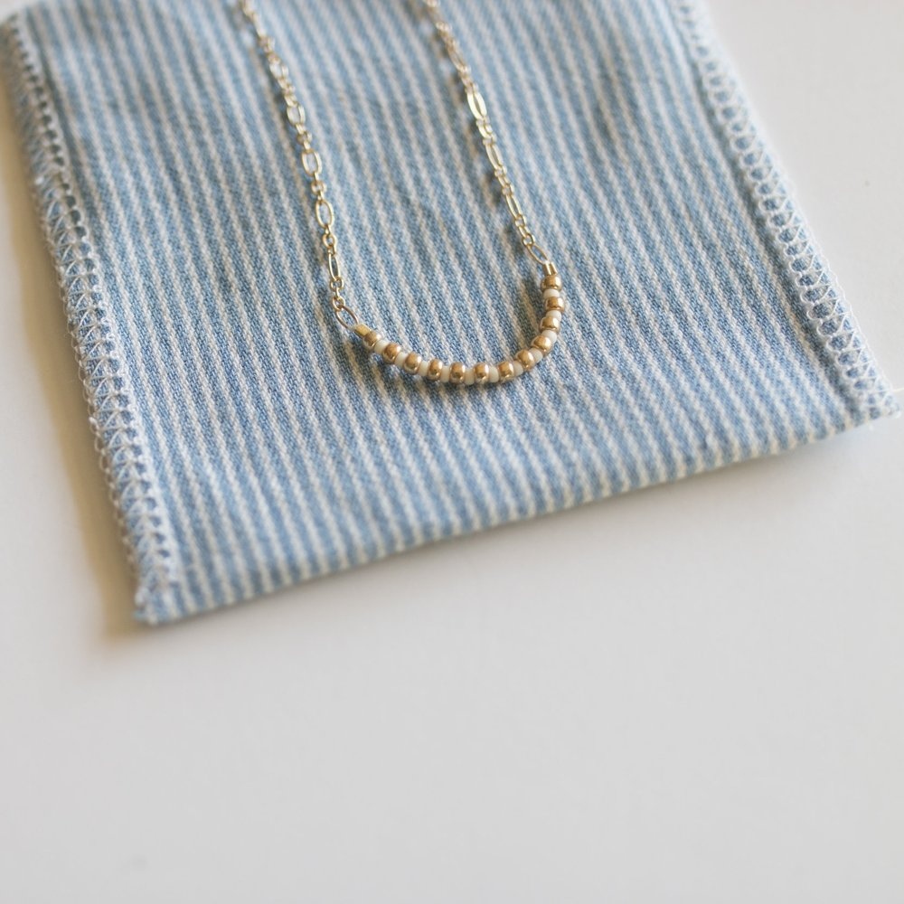 The MI ESPERANZA SIMPLICITY NECKLACE IS SWEET, SPARKLY, AND GOES WITH ANYTHING!  yOU CAN ONLY GET IT IN THIS BOX!