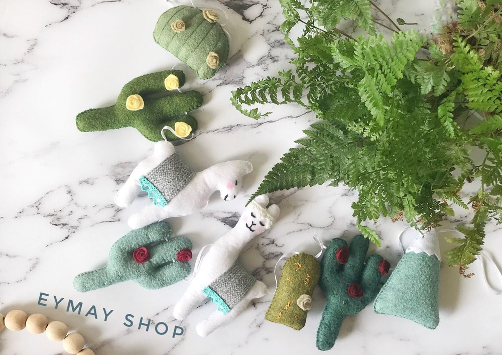 This llama-cactus felt garland is 100% handmade and festively fun!